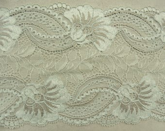 LACE of CALAIS - 16 cm - two-tone green