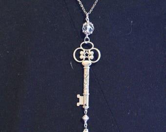 Color: Silver secret key necklace
