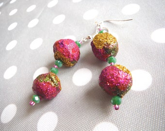 Fuchsia glitter Gold Green earrings with papier-mâché and glass beads/pearl earrings paper mache