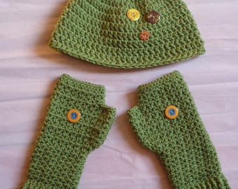 Set hat and mittens for women