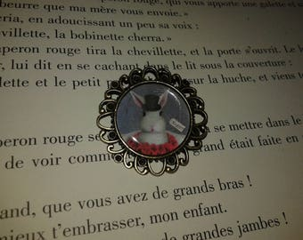 Fancy cabochon - bronze - 'White Rabbit' brooch