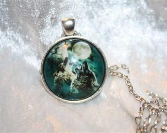 Wolf pendant chain necklace