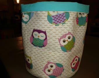 round basket with interior pockets