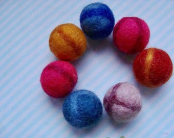 Lot 7 round 20mm diam 6 felted beads