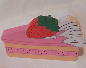 Decorative wood cake Strawberry to hang on the wall or place