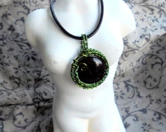 Extravagant pendant in green with Black Onyx