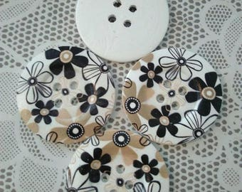 1 very large 5 cm button, black and beige flower motifs