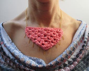 crochet necklace coral with gold chain
