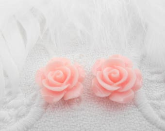 A set of 2 beads flower cabochons resin 15 mm light pink.