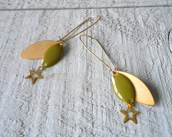 Gold earring and sequin enameled khaki and Star
