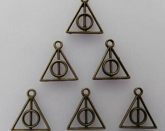 10 charms relics form triangle/pentacle metal bronze