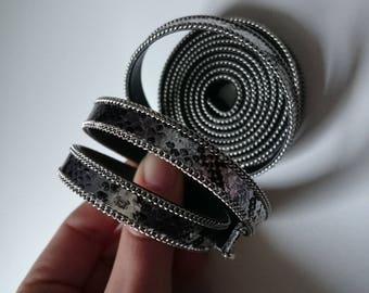 1.50 m flat leather python black and silver setting and chain
