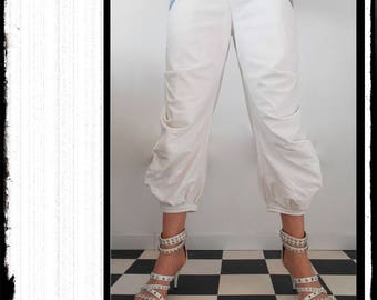 """Mute"": large white Capri pants with pleats"