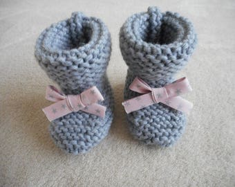 Knitted baby booties Handmade wool grey and pale pink ribbon with stars.