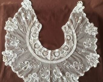 Collar very rare handmade antique lace collar embroidered on tulle. Vintage Collar col ancien