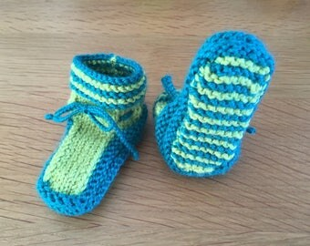 (Birth - 3 months) hand knitted baby booties