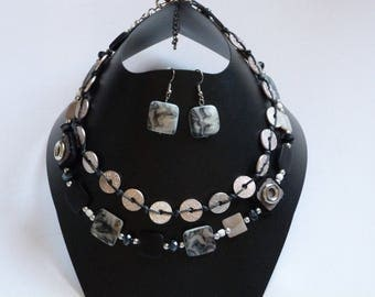 SET NECKLACE AND EARRINGS BLACK PEARLS MARBREES AND METALIC