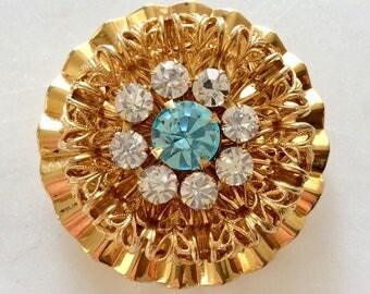 Vintage Aquamarine Rhinestone Brooch . Gold Toned . Art deco . Round Circle . Era 1960's . Statement Jewelry . Retro Boho . Costume Jewelry
