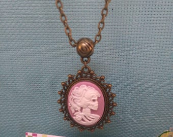 §20§ Necklace: resin Cabochon depicting a skeleton head