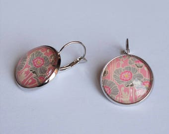 Stud Earrings with grey and pink floral pattern