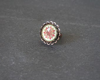 Round copper ring, glass flower