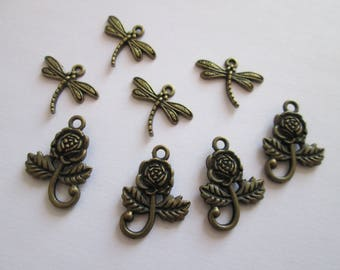 8 breloque fleur et libellule en métal couleur bronze 20 mm