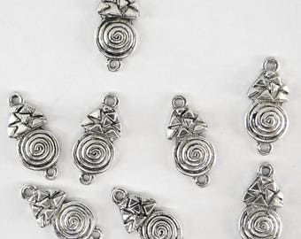 8 connectors co050 aged silver-tone metal pendants