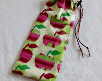 """Waterproof case for toothbrush and toothpaste for bag, school bag or toiletry bag """"apples"""", lined waterproof Green"""