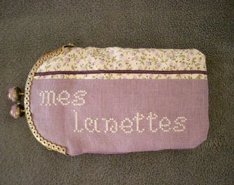 "Glasses case in purple fabric with embroidery ""glasses"""