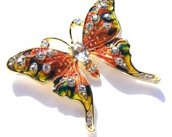 Broche papillon doré émaux orange, jaune et vert, strass blanc.