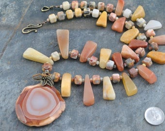 Faceted Freeform Agate Pendant Bead Necklace
