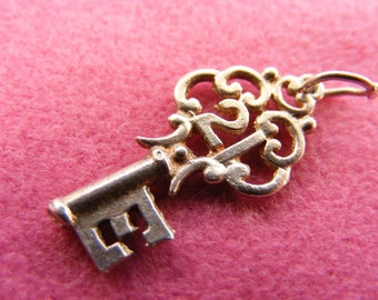 H) Vintage Sterling Silver Charm Ornate 21st birthday Key