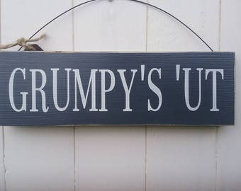 Grumpy's 'Ut wooden sign.