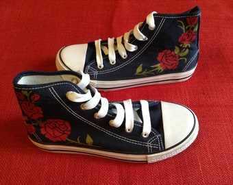 Handpainted shoes (red roses)