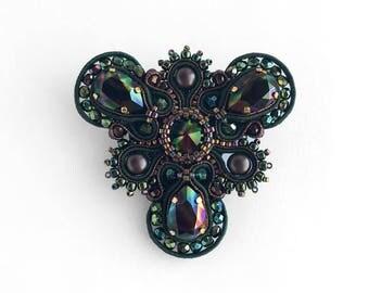 Soutache brooch, green soutache brooch, soutache jewelry, soutache kit, emerald soutache brooch, lightweight brooch, Swarovski brooch