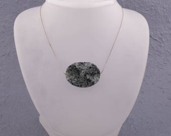 silver necklace with gemstone labdoritt ,length 47 cm. stone 3/4 cm.