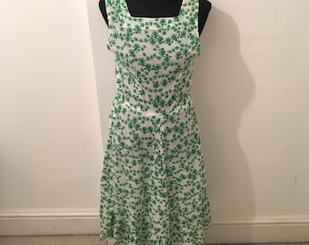 Vintage 70's WHITE and GREEN floral dress