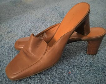 Vintage Caramel Colored Low Heel Close-toed Mules (Size 8)