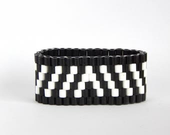 Pretty Fitty - comfortable & waterproof beaded bracelet for trendy sporty look  - glamour black and white classic M