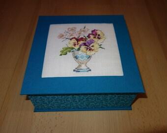 cross-stitch Embroidery cartonnage box thoughts