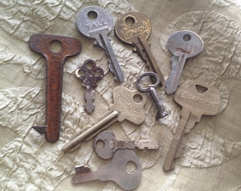 Vintage Metal Key Lot 10 Mad Mike's Funky Vintage Keys For Your Art and Jewelry Projects K07