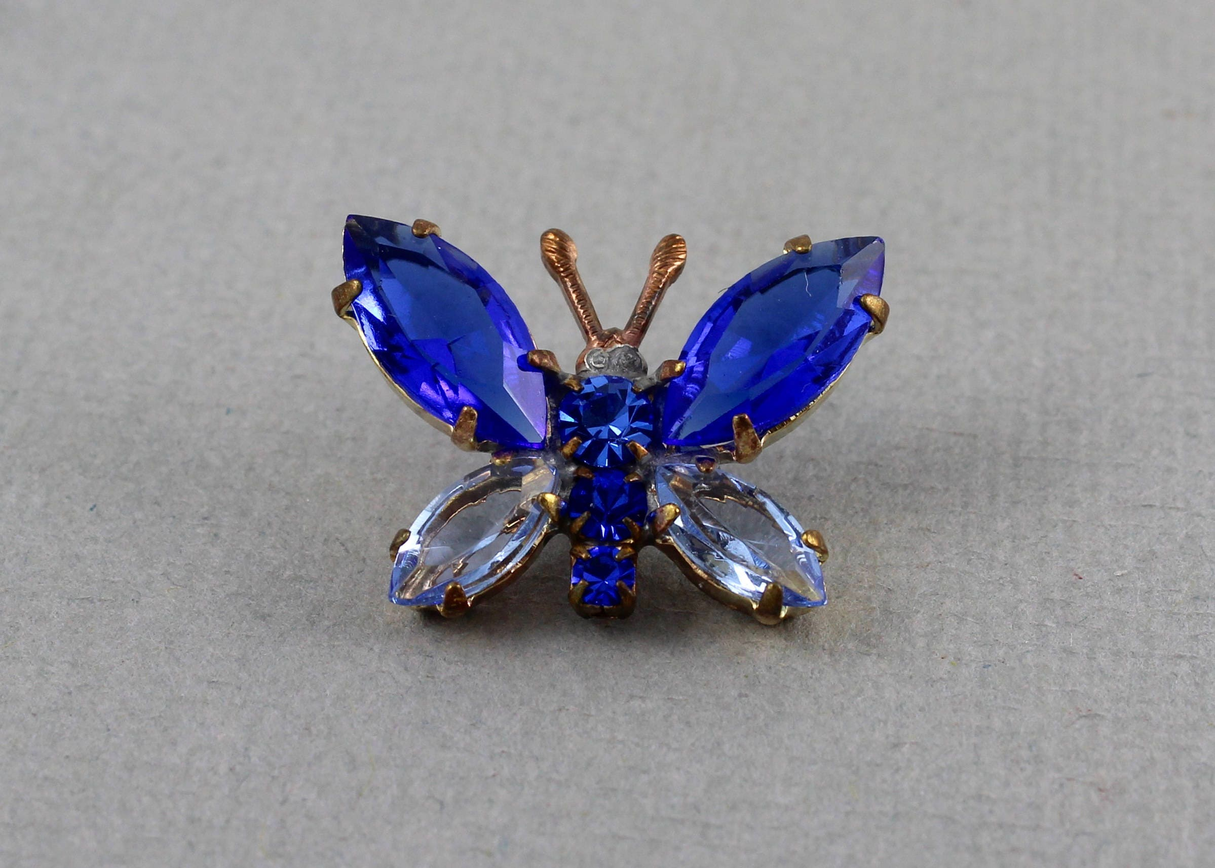 ruby red big gold pin tone weiss rhinestone sapphire blue butterfly signed