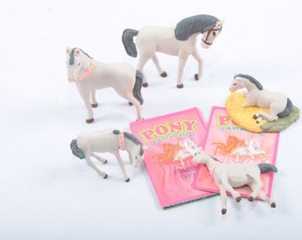Pony In My Pocket, Vintage, Toys, Hasbro, Horse, Set, Thoroughbred Family, White and Grey, Ponies, Pink Lei, Cards ~ The Pink Room ~ 170305
