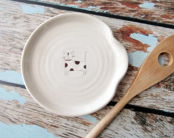 Kitten spoon rest - glazed in white with a polka dot cat