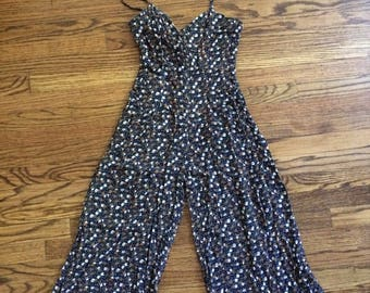 So cute! Vintage womens 1980's/90's floral romper/pant jumper size XS