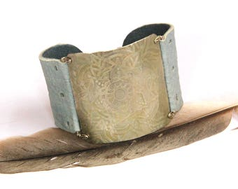 Etched Silver Mandala And Gray Leather Cuff Bracelet (B1342)