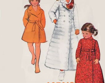 Vintage Child's and Girls Robe and Slippers Christmas Robe McCalls Size 4 UNCUT