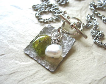 Peridot Necklace, Peridot Gemstone Freshwater Pearl Necklace, Green Peridot, Peridot Jewelry, Birthstone Necklace