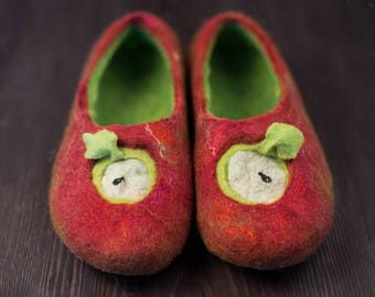 Felted wool slippers Red Apple, Women house shoes Warm wool slippers Gift for her Christmas decoration