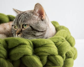 Apple-Green Chunky cat bed, Woollen chunky knits pet bed, Pet furniture, Knitted wool pet accessories, Cat cave, Kitty furniture